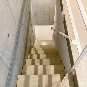 階段は急さもなく登りやすい。