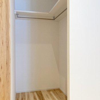【寝室】収納はウォークインクローゼットになります。