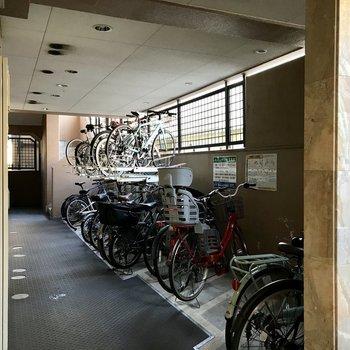 駐輪場はオートロックの中に。安心ですね!