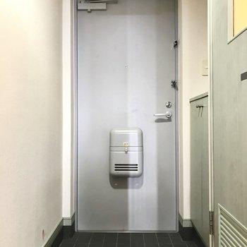 スッキリとした玄関だ。(※写真は清掃前のものです)