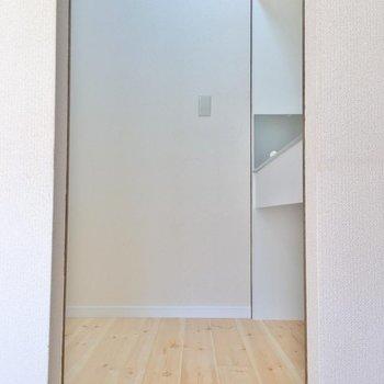 このスペースがキッチン。(※写真は1階の反転間取り別部屋のものです)