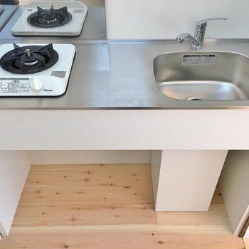 コンパクトですが料理スペースは有り!(※写真は1階の反転間取り別部屋のものです)