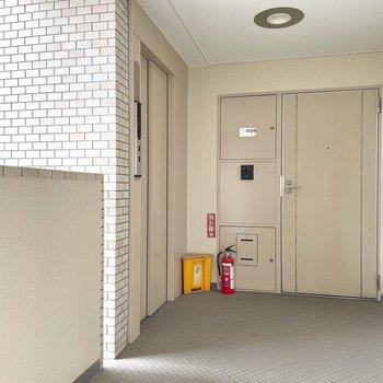 エレベーター上って11階のお部屋です。