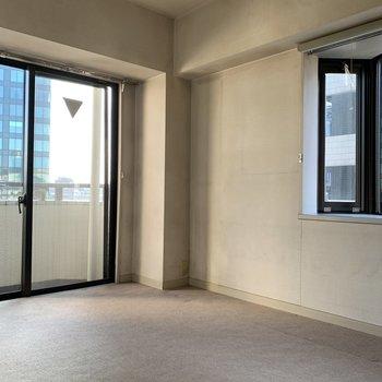【工事前】出窓もある洋室。ここから生まれ変わります!