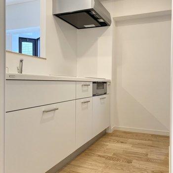 【LDK】TOMOSオリジナルの可愛らしい白いキッチン。