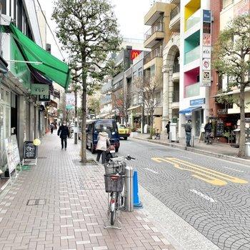 麻布十番商店街は歩いているだけでも楽しい通りですね。