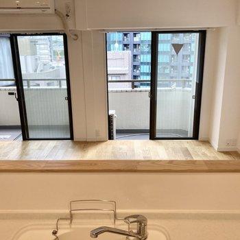 【LDK】カウンタータイプのキッチンなので開放的です。