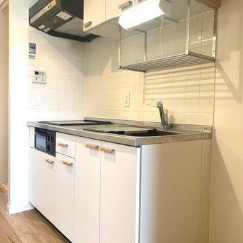 キッチンはシート張り、取っ手は木製に変更してます!