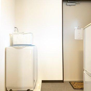 そのそばには洗濯機も!ほんと、家電がまるっと揃っていますね。