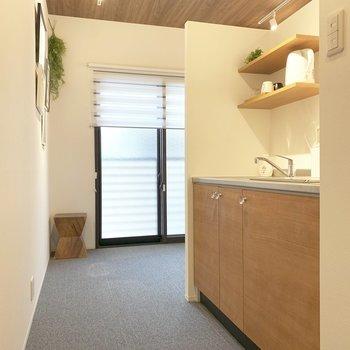 オフィスにもキッチンが!カフェスペースとして休憩もできます。