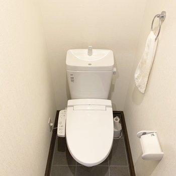 【共用部】共用のトイレです!ここもウォシュレットつき!