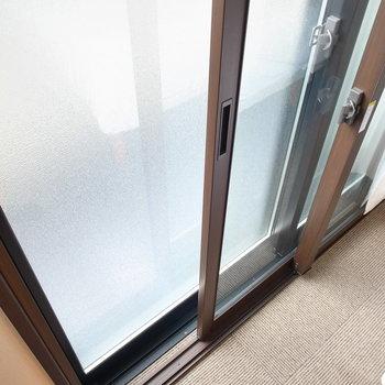 ベランダ窓は二重サッシ!外の音をシャットダウンしてくれます。