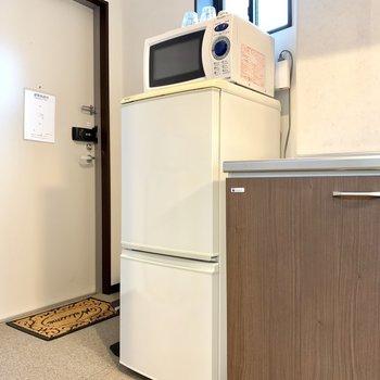 電子レンジ・冷蔵庫つき!自炊派さんも使える大きさです。