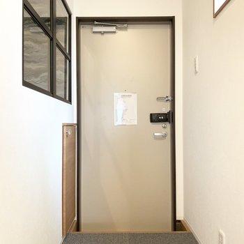そうそう、オフィスの床もカーペットなんです。歩きやすく、寒い冬も足元を守ってくれます。