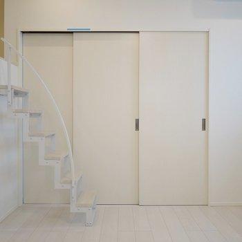 では扉の向こう、洋室へ参りましょう。※写真は2階反転間取りのもの