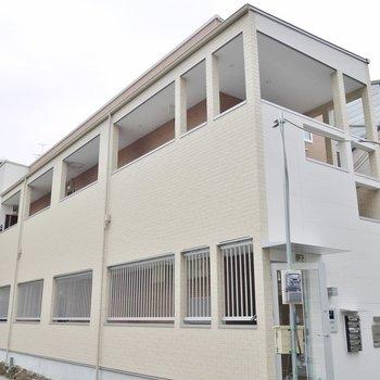 各階に3部屋のアパートタイプ。