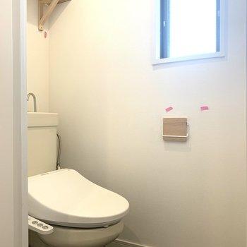 ウォシュレット付きです。※写真は3階似た間取り別部屋のものです