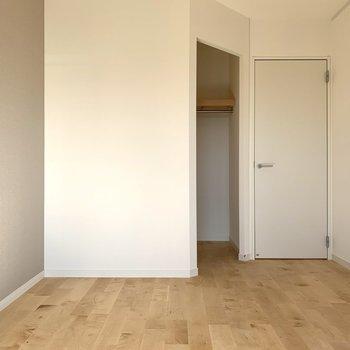 ウォークインクローゼットがあるので収納は安心です。※写真は3階似た間取り別部屋のものです