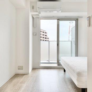 個室】無垢風の床から温もりも感じられる空間に。
