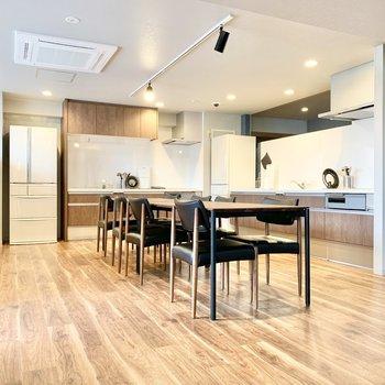 5階共用部】こちらが共有のキッチンスペース。