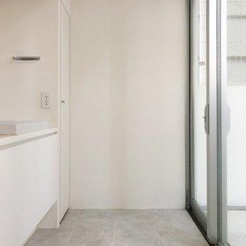 玄関に洗面台が。帰ってきたらまずは手洗いを◎(※写真は2階の同間取り別部屋のものです)