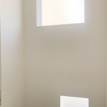防音室はコンパクトですが、入る楽器なら設置・演奏OKです。(※写真は2階の同間取り別部屋のものです)