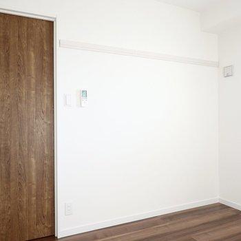 ドア側にはピクチャーレールも付いています。