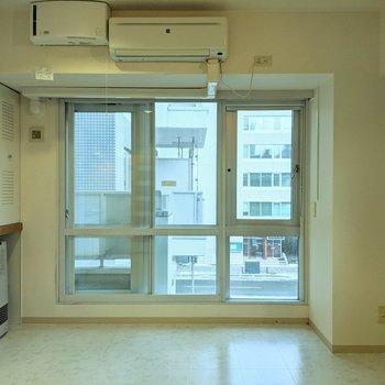 窓は南向き。窓を開くと風通しが良さそうです。