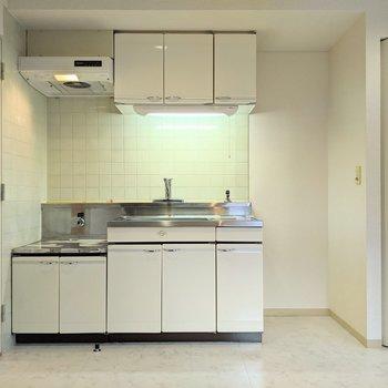 キッチンは収納が豊富です〜。