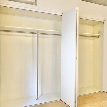 【洋室】大容量の収納スペースです。
