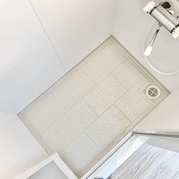 個室】吸盤を使って壁に収納を作るのもいいかも。