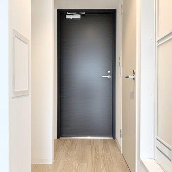 個室】玄関マットを敷いて、お部屋との境を作るといいかも。