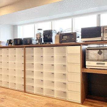 5階共用部】各部屋ごとに分けられた収納も。調味料などを入れておくのにいいですね。