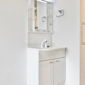 個室】独立洗面台で身支度もしやすいですね◎