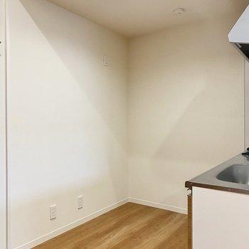 【LDK】背後に冷蔵庫やレンジ、食器棚が置けますよ。