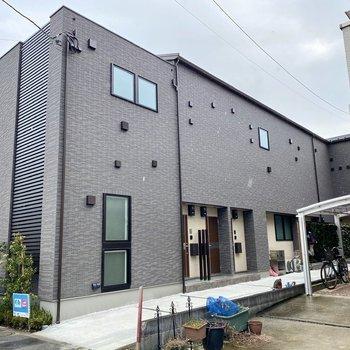 新築の木造2階建てアパート。