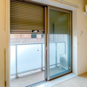 窓はシャッター付きなので、閉めて防犯性を高めることもできますよ。