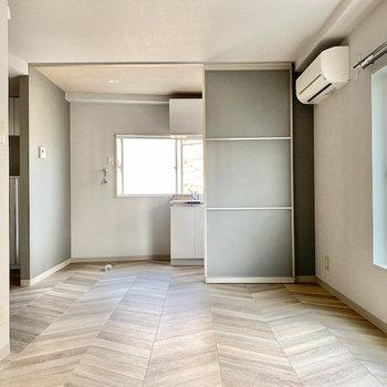 キッチンとはスライドドアで仕切ることが可能。