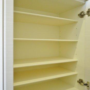 シューズボックスもたっぷり収納(※写真は9階の同間取り別部屋、モデルルームのものです)