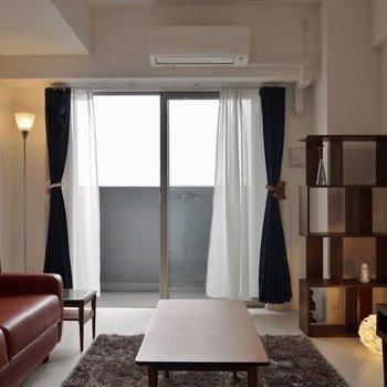 窓際にはベッドを置きたいな!(※写真は9階の同間取り別部屋、モデルルームのものです)