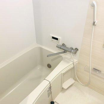 浴槽も広めでしっかりと身体を温めてくれますね。※写真は同間取り別部屋のもの