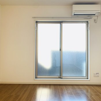 床も壁も綺麗で全体的に清潔感も◎※写は真同間取り別部屋のもの