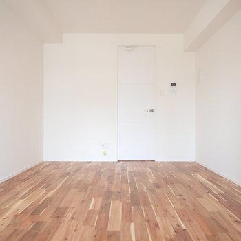 無垢をふんだんに使ったお部屋!(※写真は3階同間取り、別部屋のものです)