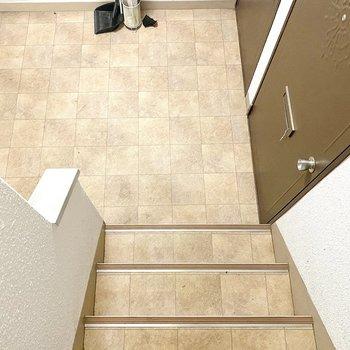 お部屋までは階段で上ります〜!