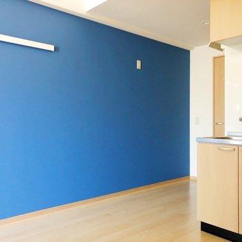 壁際には大きめの冷蔵庫も置けそう!(※写真は7階の同間取り別部屋のものです)