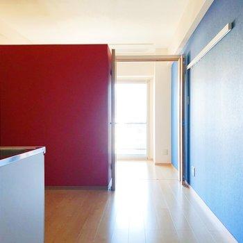 2色のアクセントクロスが映えるデザイン!(※写真は7階の同間取り別部屋のものです)