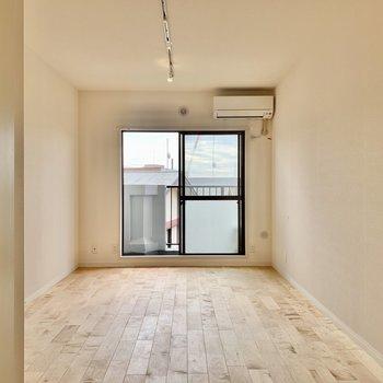 【LDK】奥行きがしっかりあって魅力的です※写真は3階の同間取り、別部屋のもの