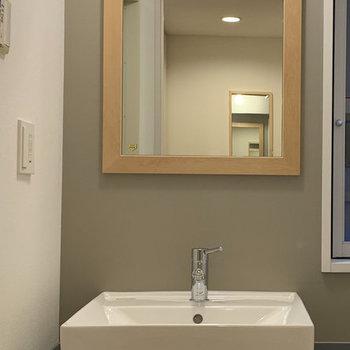 【イメージ】毎日の支度が楽しくなる洗面台。洗濯機は洗面台のお隣に。