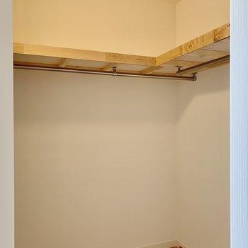 【居室】たっぷりはいりますね。※写真は3階の同間取り、別部屋のもの