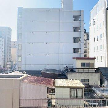 眺望正面。周辺に高い建物はないのでお洗濯がよく乾きそう。